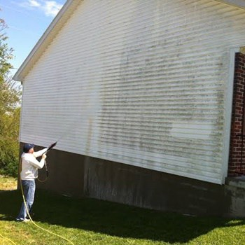 How to Use a Pressure Washer to Clean Vinyl Siding