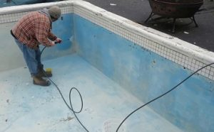 How to Clean the Pool Tile with a Pressure Washer Featured